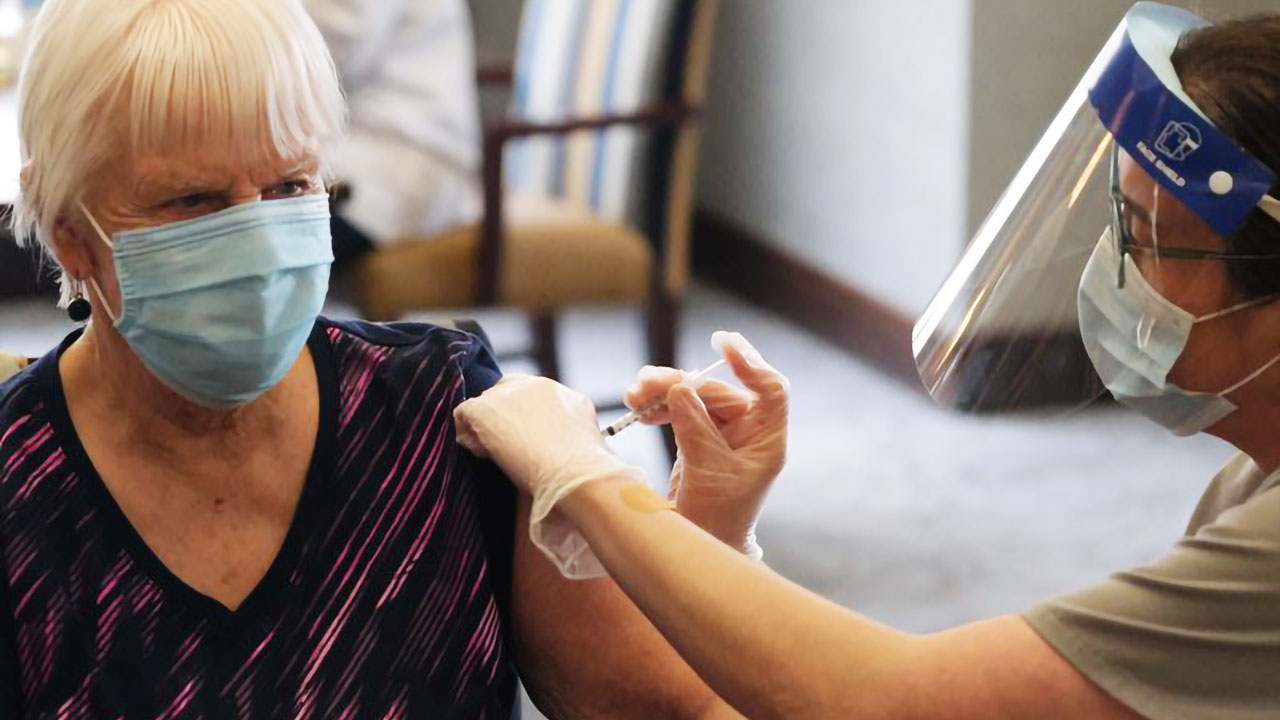 Smith Crossing resident receives the COVID-19 vaccine